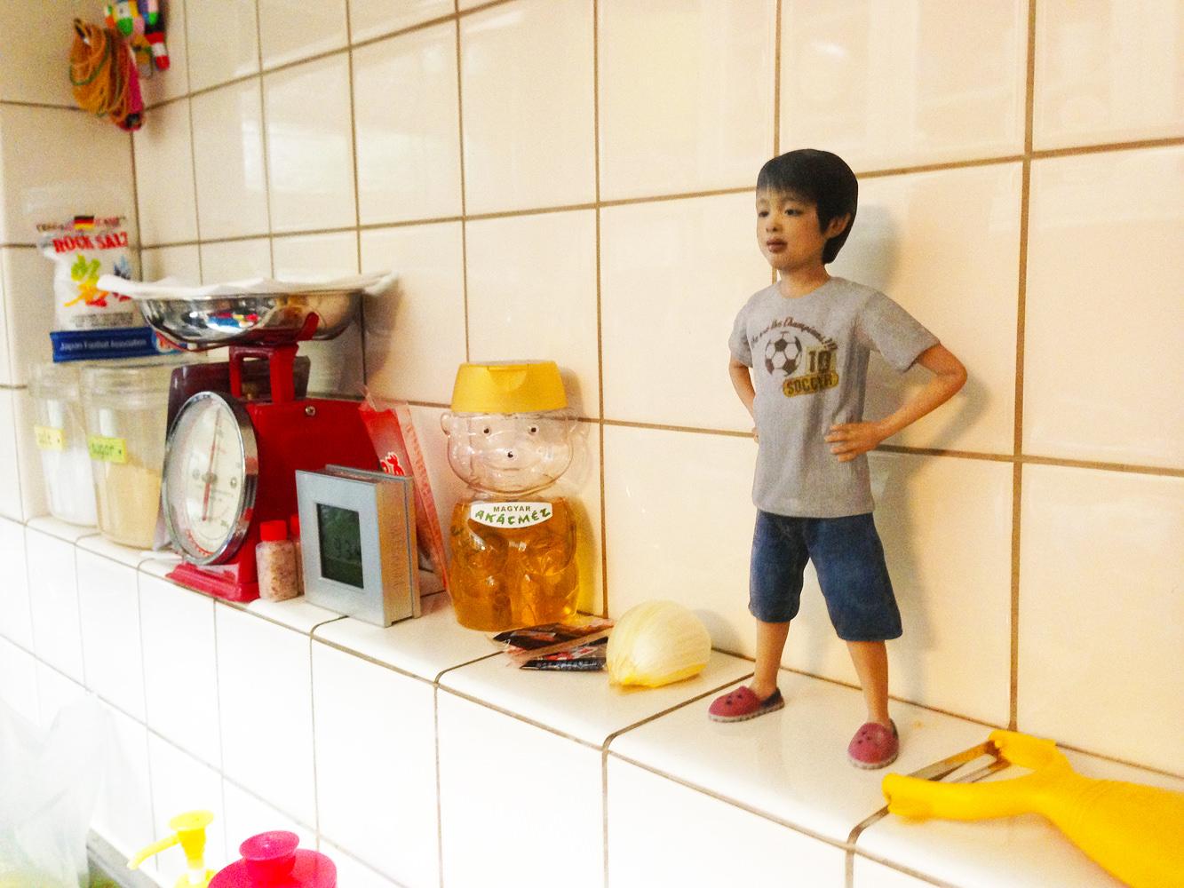 子供のミニチュアフィギュアをキッチンに飾っても素敵ですね!